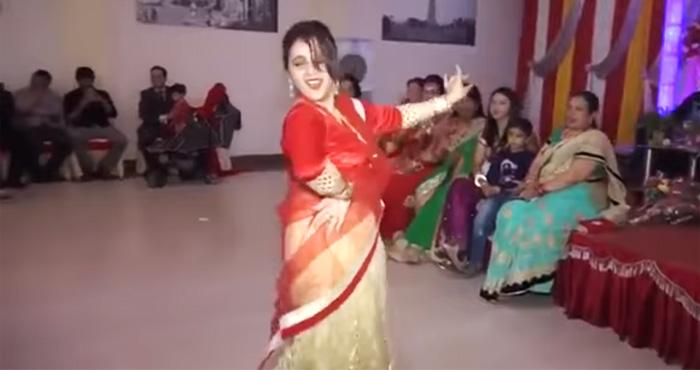 Photo of अपने देवर की शादी में भाभी का ज़ोरदार डांस देखकर उड़ गए सबके होश- देखें विडियो