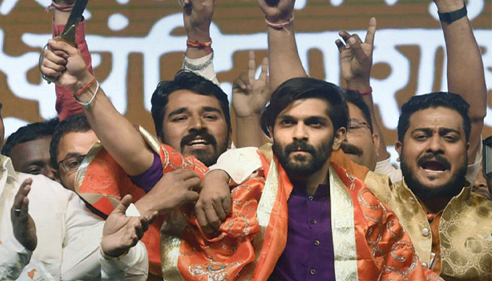 राजनीति में उतरे MNS प्रमुख राज ठाकरे के बेटे, हुए पार्टी में शामिल, बदला पार्टी क झंडा और नारा